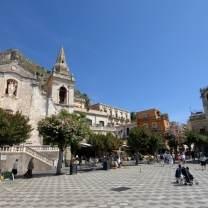 Piazza 4 Aprile Taormina