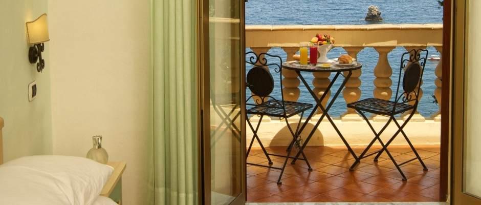 Matrimoniale con balcone vista mare
